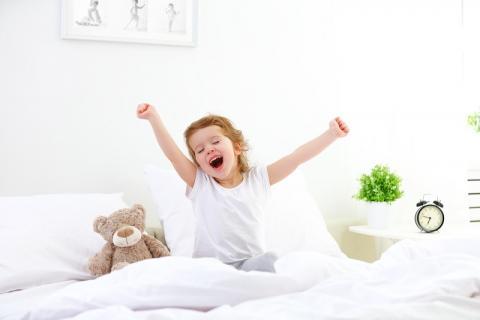 Parmi les rares avantages associés à COVID-19, ce petit « coup de pouce » apporté au sommeil des bébés et des jeunes enfants (Visuel Adobe stock 105134371)