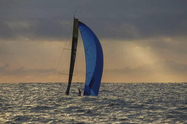 Une image contenant extérieur, ciel, eau, surf  Description générée automatiquement