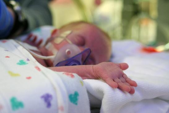 Une image contenant intérieur, bébé, lit bébé  Description générée automatiquement