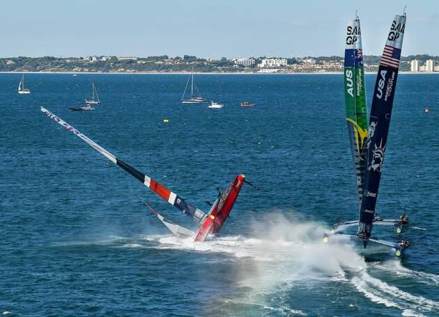 Une image contenant eau, extérieur, bateau, sport  Description générée automatiquement